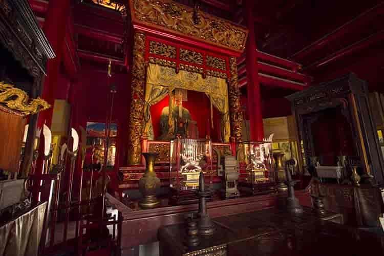 長崎孔子廟孔子座像